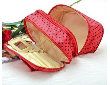 Compact cosmetic bag will organize your beauty essentials neatly in place.